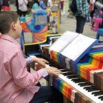 「唱響希望」50架手繪鋼琴 放置紐約公園街頭 任人彈奏