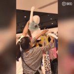 中國瘋搶優衣庫聯名T恤  99元炒到400元  網友:太丟臉