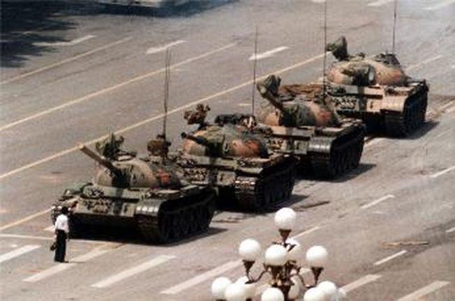 「坦克人」這一畫面成為歷史定格。(美聯社資料照片)