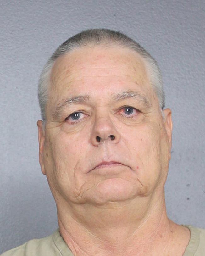 去年在佛羅里達州道格拉斯高中發生槍案期間未盡職責的布羅瓦郡警察彼特森,4日被逮捕,並被控11項刑事罪。(美聯社)