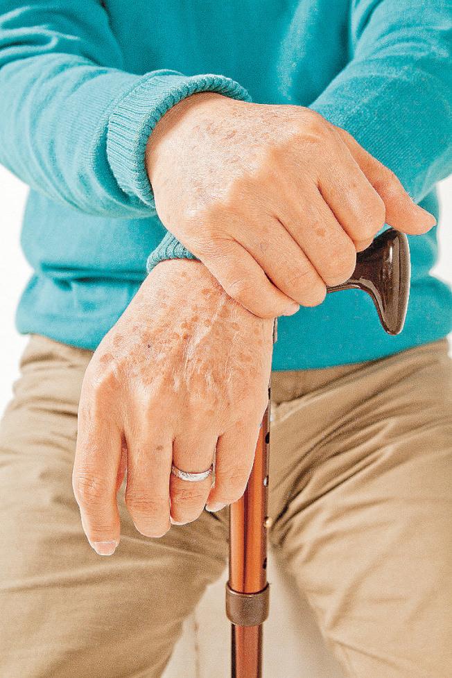 手抖有五種常見原因。(本報資料照片)