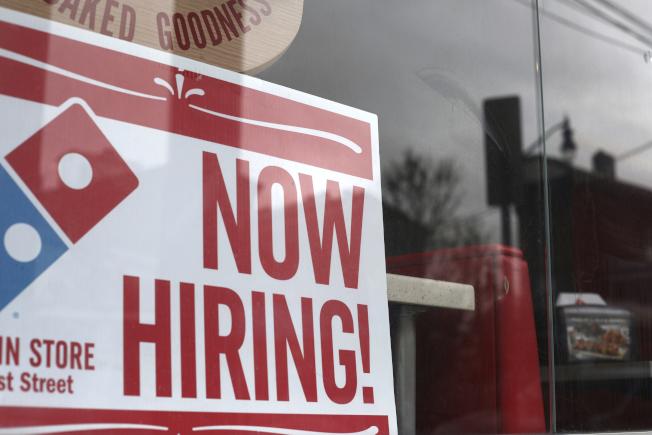 有「小非農」之稱的ADP就業數據顯示,美國5月就業市場意外陷入停滯。美聯社