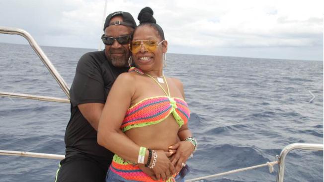 荷姆斯(左)和戴伊夫婦上月底前往多明尼加度假,卻倒斃在旅館房間。(取材自臉書)