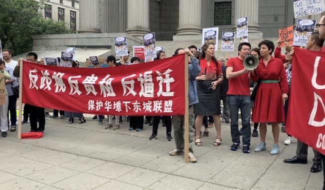 保護華埠/下東城聯盟認為,市府執意違法,通過四棟對環境將造成破壞的豪宅大樓建案,加速周圍地稅和租金上漲。(記者顏嘉瑩/攝影)