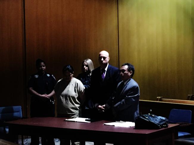 項盛潔(橘黃色囚衣者)此前出庭的畫面。(本報檔案照)