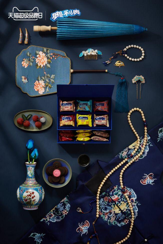 巧克力餅乾奧利奧(Oreo)與北京故宮合作推出「朕的宮廷點心」系列。(取材自微博)