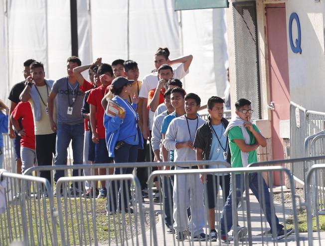 在美墨邊界被逮捕的青少年及兒童,部分被安排住進佛州家園市收容所。(美聯社)