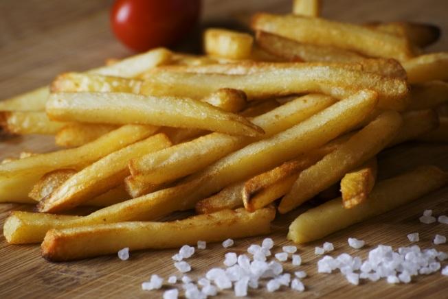 除了高血壓、胃癌和肥胖,高鹽還會造成骨質疏鬆。(網路圖片)