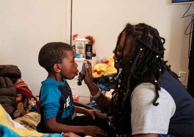 有些孩子一歲前就喘鳴發作,也有人到三歲才第一次發病;八年後,有些孩子氣喘好了,但其他人的氣喘卻持續發作。(路透)