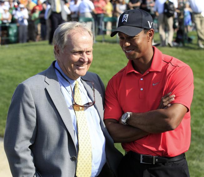 尼克勞斯(左)與老虎伍茲(右)都是高球傳奇。(美聯社)