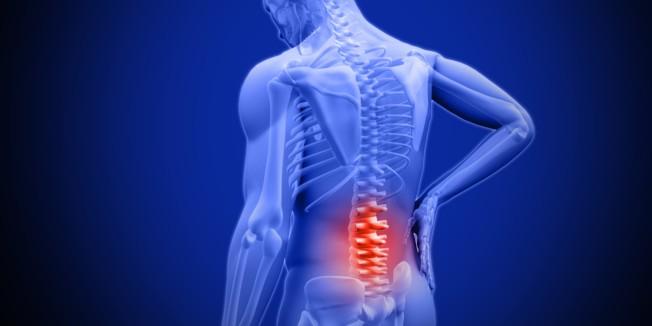 背痛一再復發不僅困擾患者,如果不針對狀況治療,只靠吃止痛藥或休息減緩,會有引發椎間盤突出的風險。
