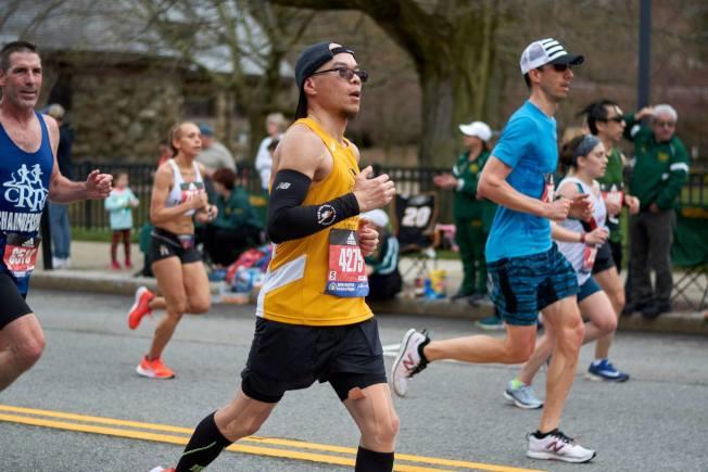 Winston梅(穿黃衫者)說,中國文化不提倡跑步健身。(Winston梅/提供)