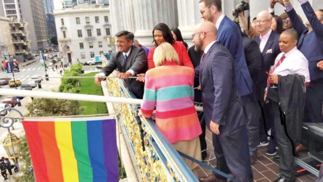 LGBT自豪月升旗。(照片由市長辦公室提供)