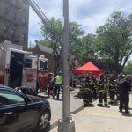 法拉盛鬧區公寓失火  3住戶、5消防員受傷