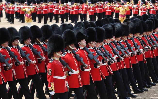 英國女王伊麗莎白二世官方壽辰,英舉行閱兵慶典。(歐新社)