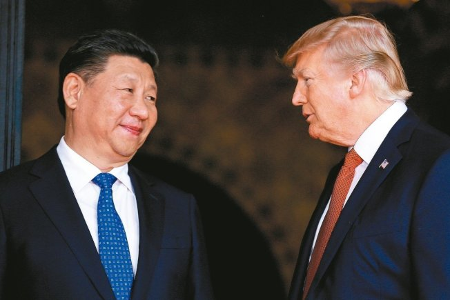 圖為川普與中國國家主席習近平(左)去年在G20會面。 (路透)