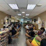 華裔老闆美甲店  又遭非裔女襲擊  拿洗甲水潑傷店員