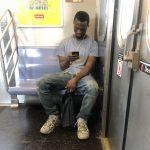 地鐵遇襲 非裔男罵亞裔還要拿石砸