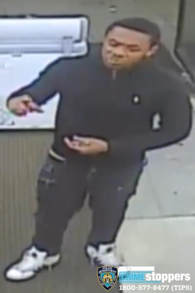 涉嫌在皇后區搶劫七次的男子。(警方提供)