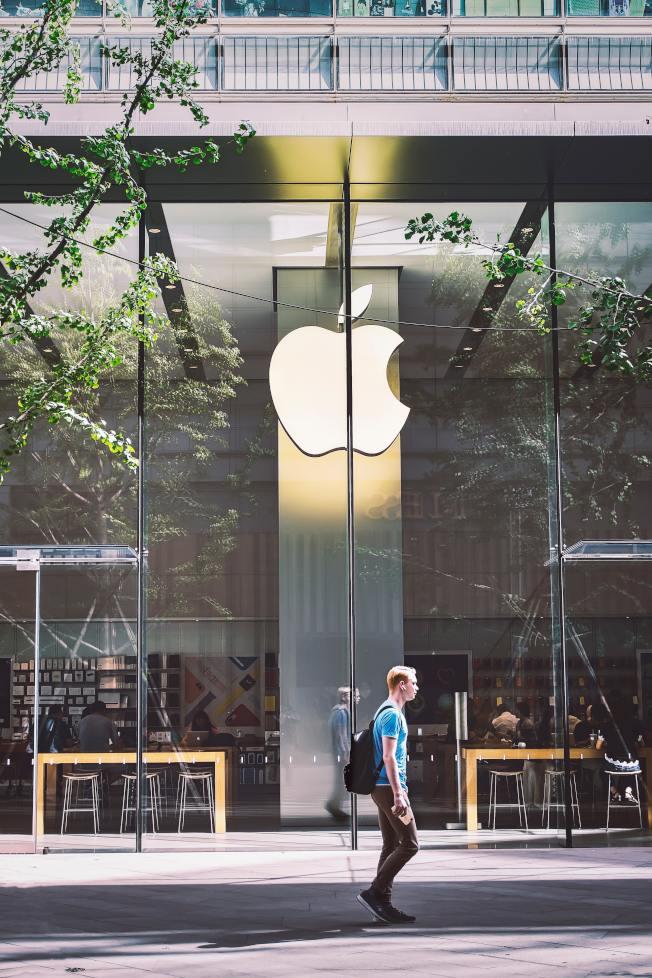 專家建議,若打算換iPhone手機,最好現在購買。(Pexels)