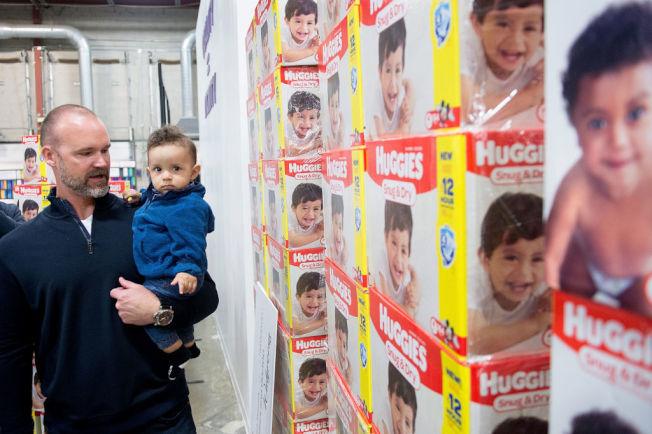 專家建議消費者,可在漲價之前購入嬰兒尿布。  (Getty Images)