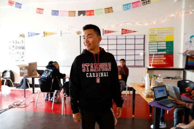 這個月才高中畢業的麥佳宇(譯音,Mai Jiayu),四年前來自中國,今年秋天將入讀史丹福。(取自推特)
