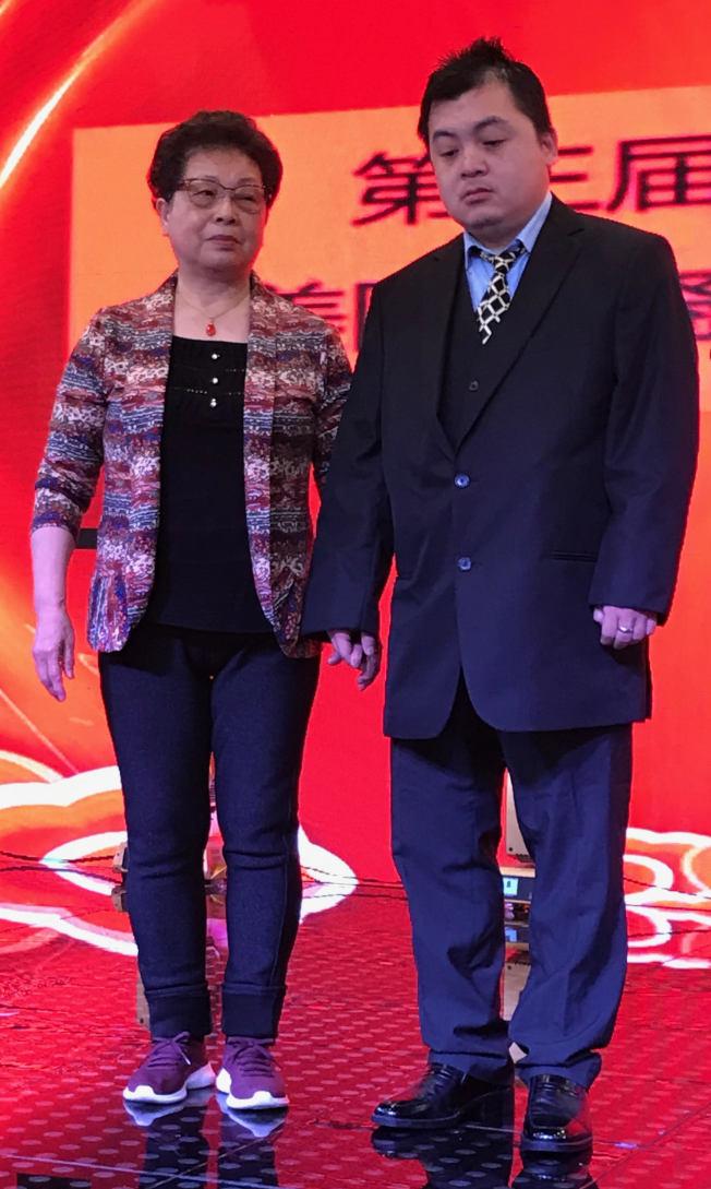 張冬蓮(左)和兒子趙培欽。(熊傳慧/攝影)