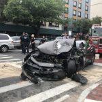 華人駕豪車撞上MTA公車 車頭全毀
