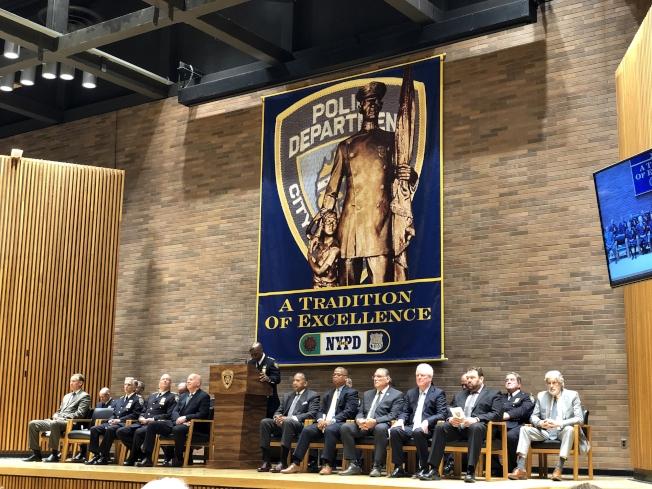 紐約市警總局表彰全市37名學校交通協管員。(記者張晨/攝影)