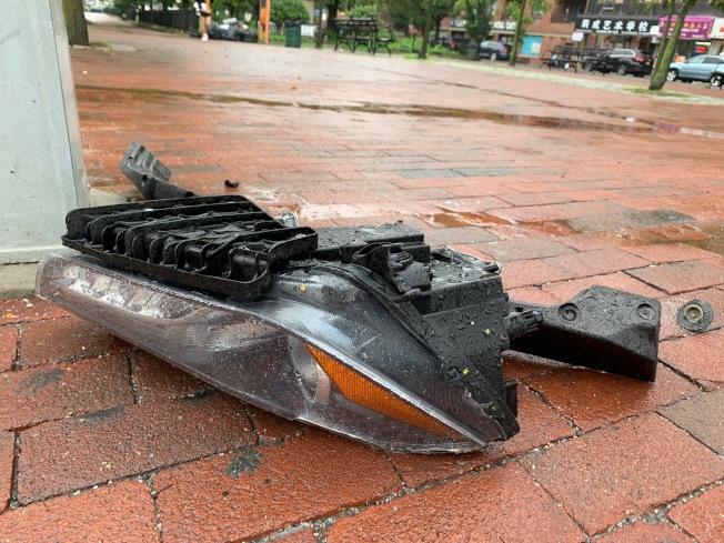 車禍現場遺留不少瑪莎拉蒂車身碎片。(記者賴蕙榆/攝影)