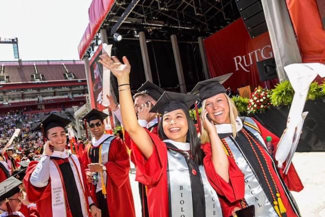 圖為羅格斯州大今年畢業典禮。(臉書官網)