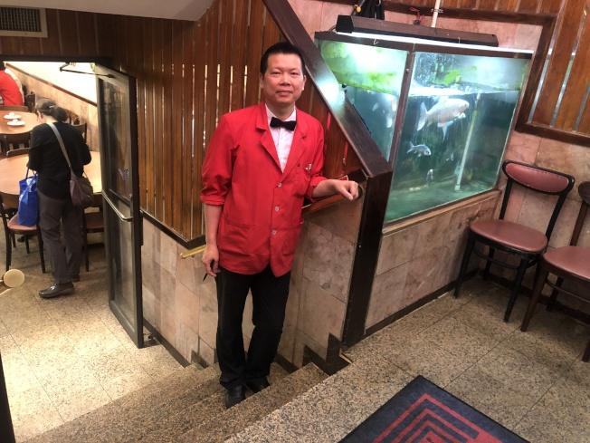 梅雲峰希望召集被告餐館業主開會,共同商討應對事宜。(記者顏嘉瑩/攝影)