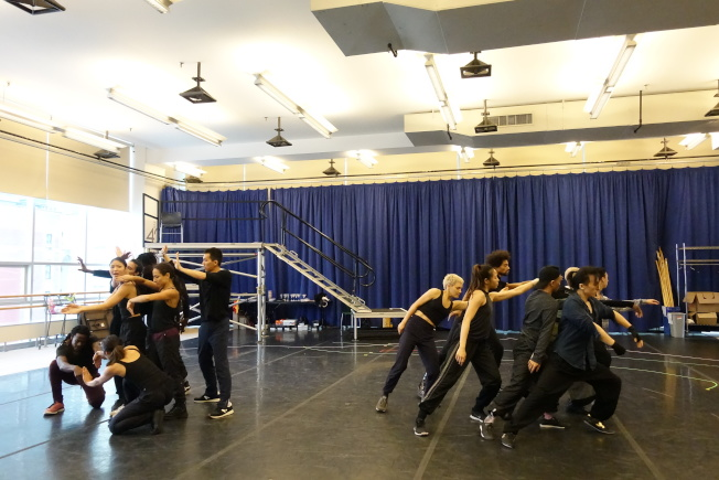「龍泉鳳舞」結合武術與舞蹈、且反思美國當下反移民氛圍。(記者金春香/攝影)