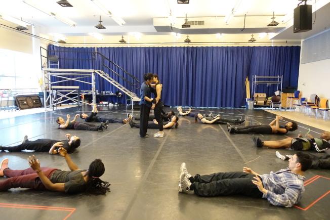 「龍泉鳳舞」主要演員來自中國、倫敦和美國。(記者金春香/攝影)