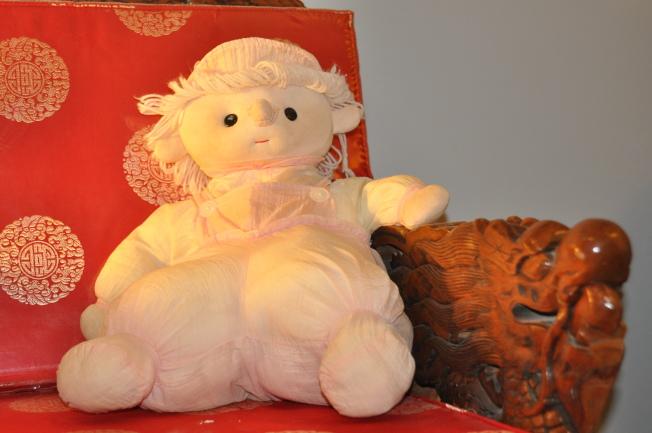作者女兒的粉紅色布娃娃。