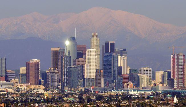 洛杉磯縣的房屋市場曾是全國買房競爭最為激烈的市場之一,但如今買家在該縣占上風,在全國買家市場排名中,洛杉磯縣位居第六。圖為洛杉磯市中心。(Getty Images)