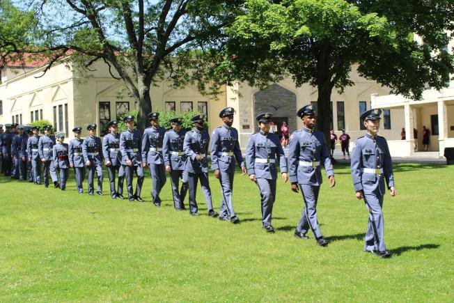紐約軍校在校內舉辦第129屆畢業典禮,畢業生入場。(記者劉大琪/攝影)