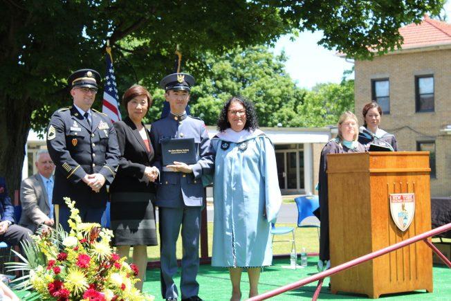 紐約軍校畢業典禮 華生第一名