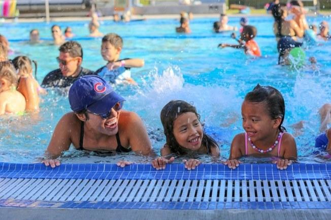 爾灣市府將舉辦免費超級游泳課程。(取自爾灣市府臉書)