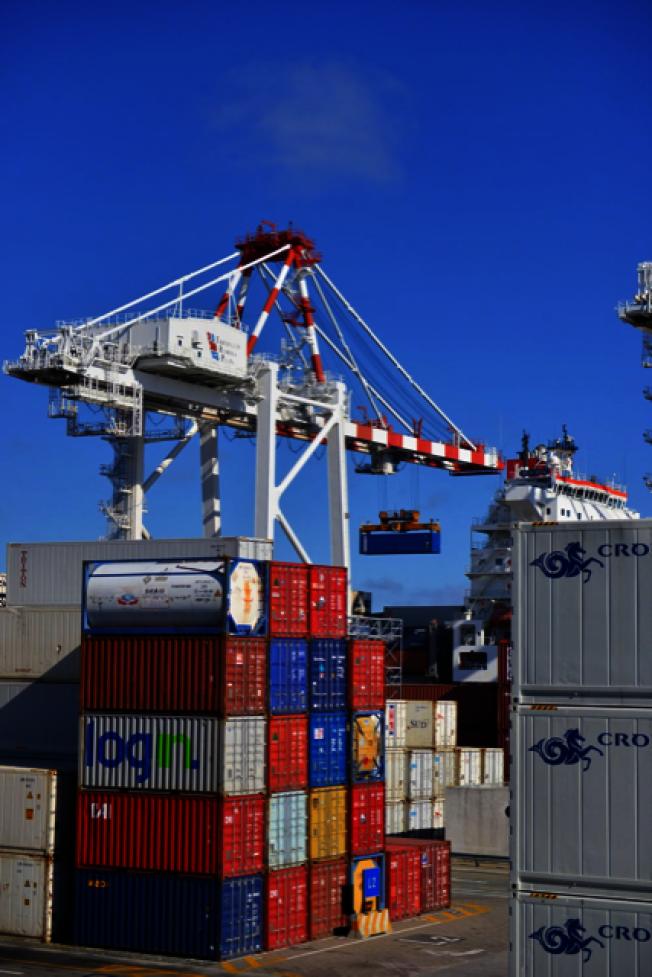 洛杉磯地區最大的中國軸承進口商之一,多年來每月高達上千萬元的進口,經過將近一年的頑強抵抗,目前已開始出現下滑。(蔣俊提供)
