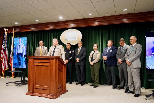 洛杉磯縣警局11日舉行新聞發布會,講訴逮捕兇嫌Rhett Nelson的過程。(記者陳開/攝影)