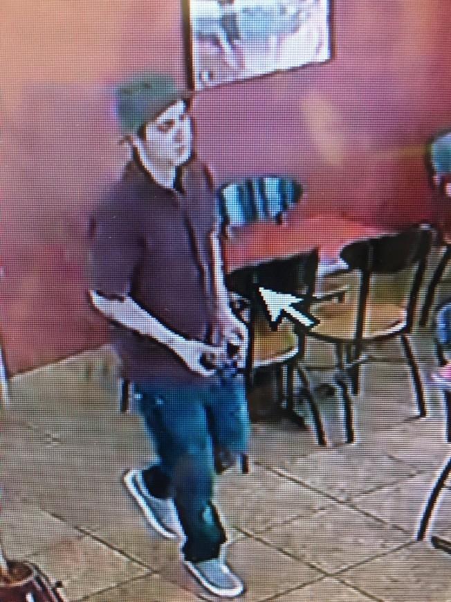 兇嫌Rhett Nelson在阿罕布拉市Jack In The Box快餐店開槍打傷休班警員。(洛杉磯縣警局提供)