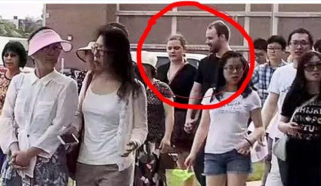 2017年6月陪著克里斯汀森參加「為章瑩穎祈福音樂暨遊行」的 T.B.,為檢方重要證人。(ABC7視頻截圖)
