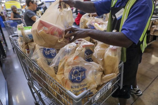 在全美最大連鎖超市克羅格購物,若能掌握幾個要點更省錢。(歐新社)