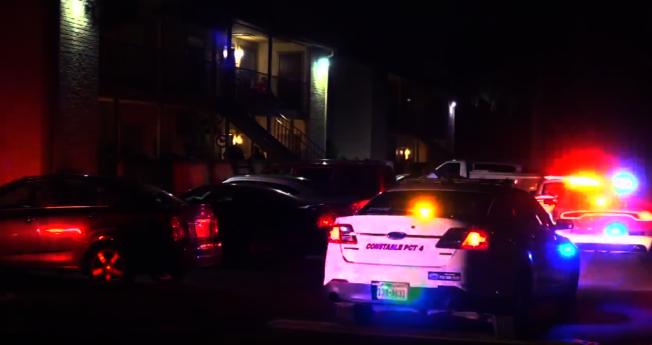 休士頓西北區發生槍擊案,一男子企圖闖入民宅行搶,遭屋內女子死命抵抗,歹徒朝受害人連開兩槍後逃逸。(ABC 13電視台)