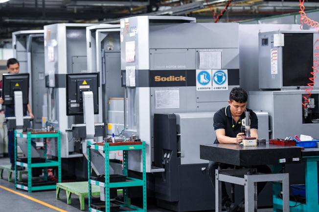 富士康在深圳龍華廠的生產線。(新華社)