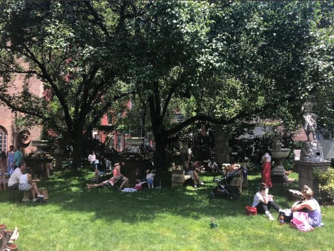 伊利沙白街花園改建「綠色避風港」平價屋,日前在市議會土地使用委員會通過,預計26日進行全會投票。(取自伊利沙白街花園推特)