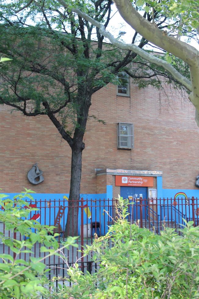 Classon大道站周圍生活設施良好,學校挨着地鐵站。(記者劉大琪/攝影)