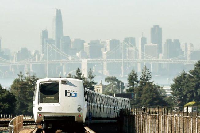 捷運說,捷運的列車正在更新,舊的列車沒有空調,所以在炎熱天氣下,車廂內會很熱。(Getty Images)