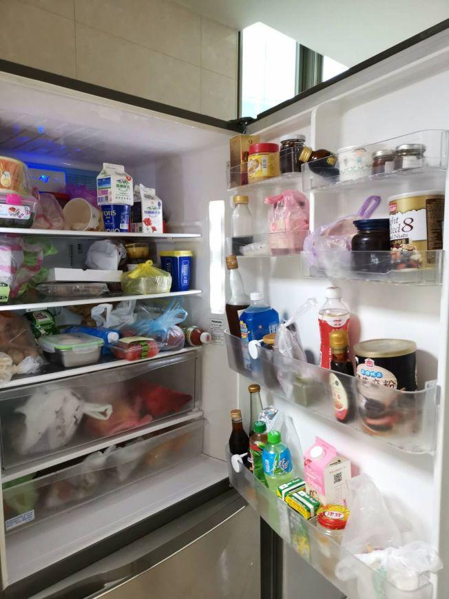 夏天是食品中毒高峰期,冰箱不要塞太滿。(本報資料照片)
